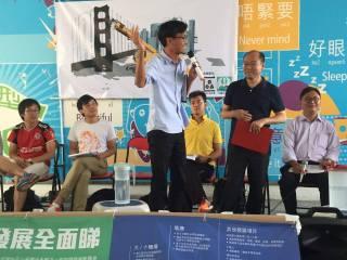 來到「審大嶼山發展計劃論壇」,朱凱廸今日發揮不俗,不是因為昨晚訓夠,而係聽到令人扯火的發展主義思維。 各位非建制派候選人,你們明不明白香港走到今日,不只是民主制度問題,我們已經察覺到、感受到發展主對帶來的威脅。今日不是1989了,作為民主派不能只單純以「民主派」的名號就能得到信任的,我們需要的是深入了解香港不公義的結構,當中的重點是發展不公義、規劃不民主的問題呀!
