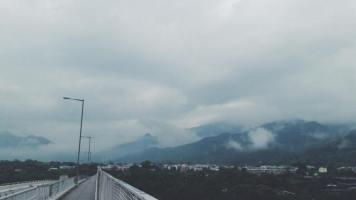 中午 離開八鄉的家,雲霧繚繞。