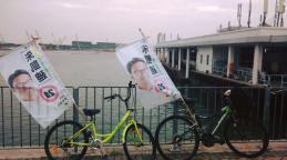 單車團隊來到海邊。