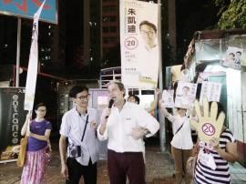 晚上回到荃灣,司馬文來了支持阿廸。